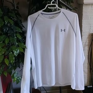 Size L mens under armor long tee